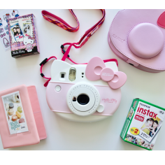 fujifilm-instax-mini-hello-kitty-kit-1