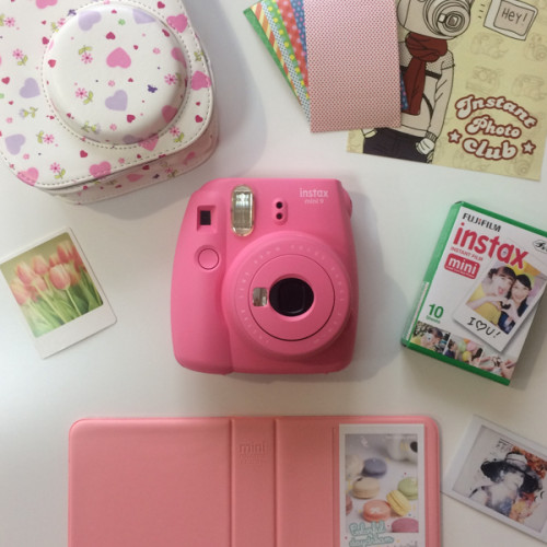 fujifilm-instax-mini-9-flamingo-kit-hearts
