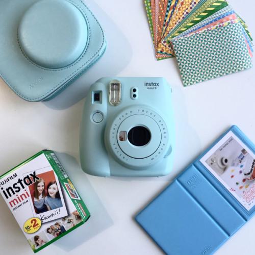 fujifilm-instax-mini-9-ice-blue-kit-s-album-2