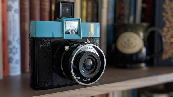 best-istant-cameras-2020-diana-square