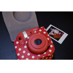 fujifilm-instax-mini-9-bag-dots-red2